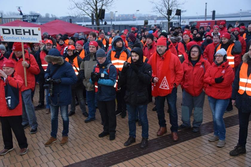 Hamburg AIRBUS işçileri 24 saat üretimi durdurdu