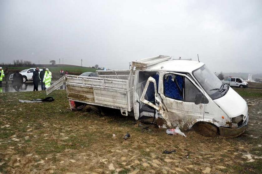 Maden işçilerini taşıyan kamyonet takla attı: 7 yaralı