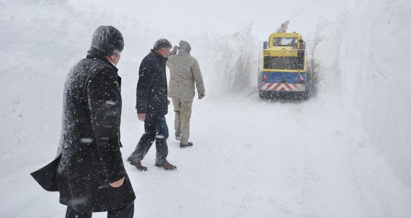 Muş'ta mahsur kalan 30 yolcu ve 3 operatör kurtarıldı