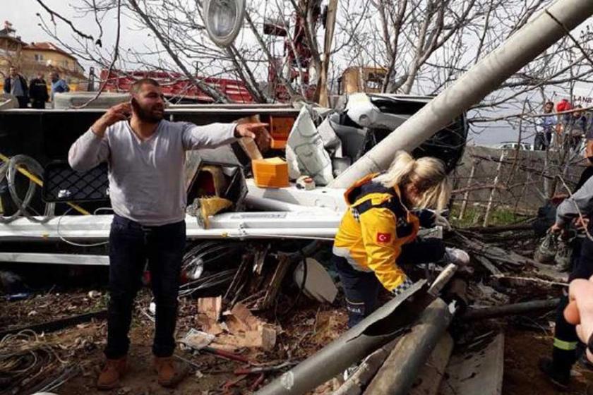 Denizli'de sepetli platform aracı devrildi: 1 ölü