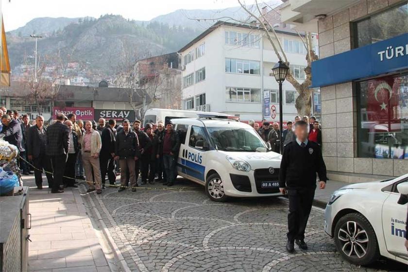 Polis memuru, borç yüzünden kavga ettiği 2 kişiyi öldürdü