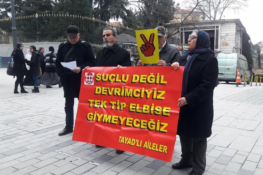 TAYAD'lı aileler tek tip elbise uygulamasını protesto etti