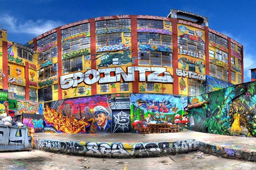 Grafitilerin bulunduğu binayı yıkan mal sahibine tazminat