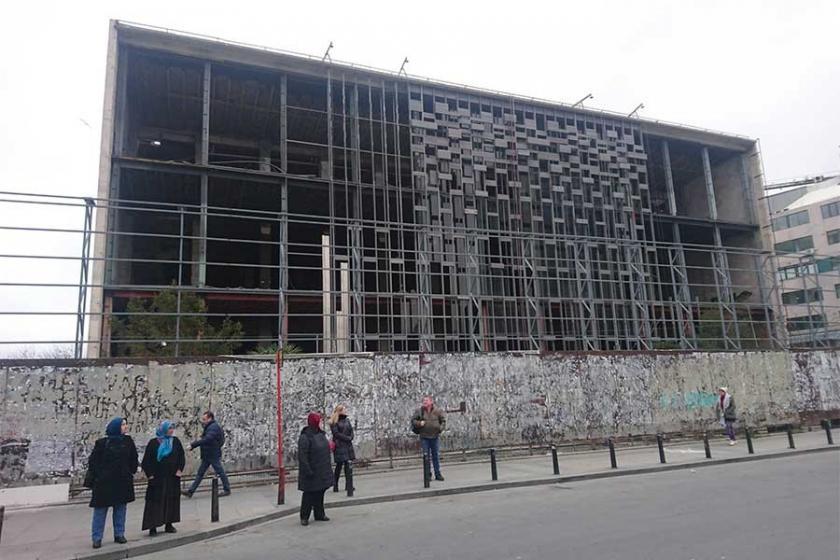 Atatürk Kültür Merkezi'nde yıkım sürüyor