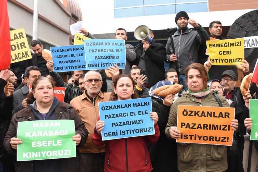 Pazarcılardan belediye önünde 'pazar yeri' eylemi