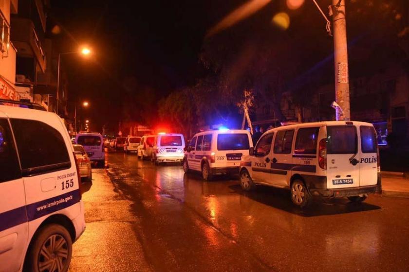 İzmir'de polislere bıçaklı saldırı: 1 polis yaşamını yitirdi