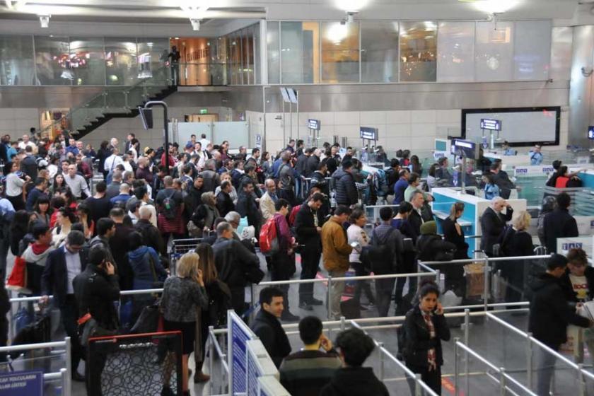 Atatürk Havalimanı'nda POLNET arızası : Kuyruklar oluştu