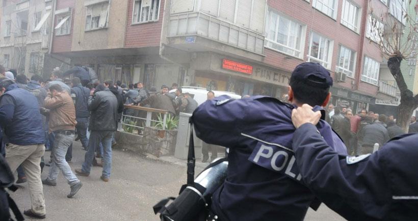 Biber gazı sıkmak istemeyen polise amir fırçası