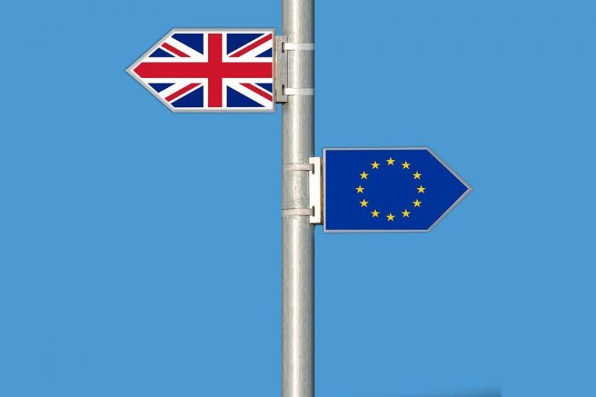 İngiltere'de iki bakan Brexit anlaşması nedeniyle istifa etti