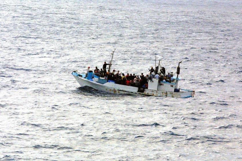 Libya'da 100'e yakın mülteciyi taşıyan tekne battı: 14 kişi kurtarıldı