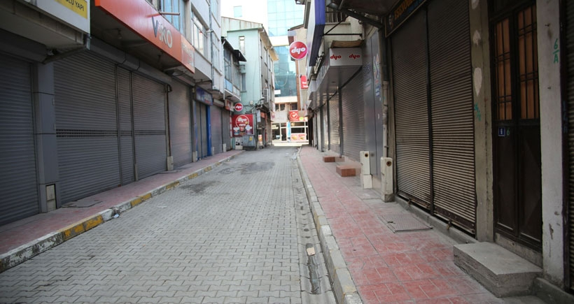 15 Şubat'ı protesto için kepenk kapattılar