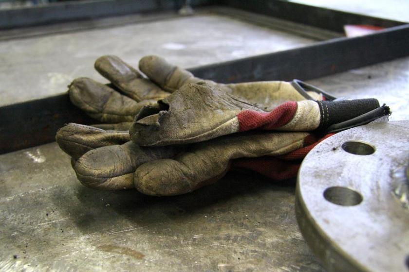 Başına beton parçası düşen inşaat işçisi yaşamını yitirdi