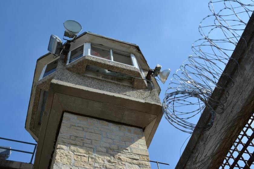 Kürtçe mektup yazan tutukludan tercüman parası istendi