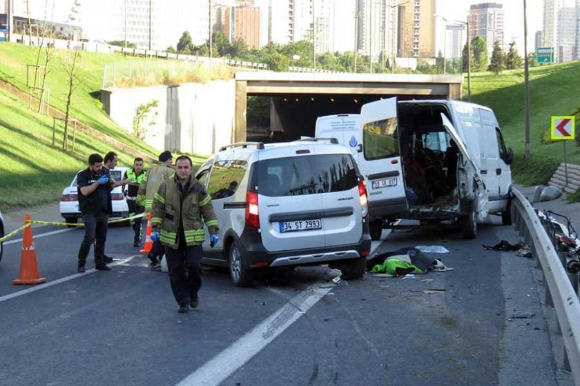 Ümraniye'deki trafik kazasında 2 işçi öldü, 5 işçi yaralandı