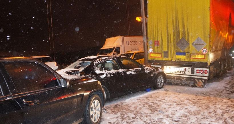 FSM'de 12 araç birbirine girdi
