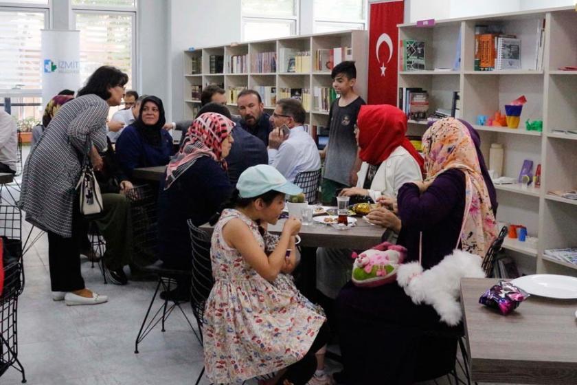 'Kıraathanelerle kadınlar kamusal alandan uzaklaştırılacak'