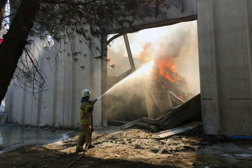 İzmir'in Torbalı ilçesindeki fabrikada yangın