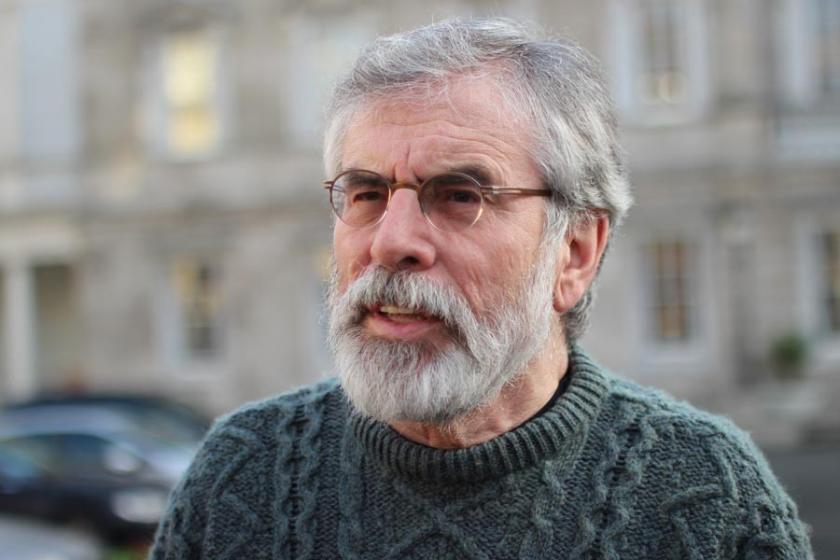 Sinn Fein eski lideri Gerry Adams'ın evine patlayıcı atıldı