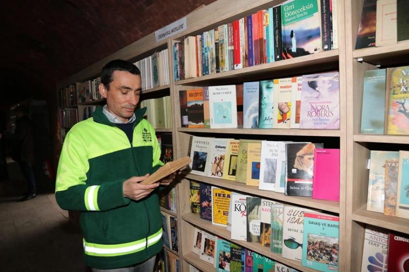 Çöpten çıkan kütüphane 20 bin kitaba ulaştı