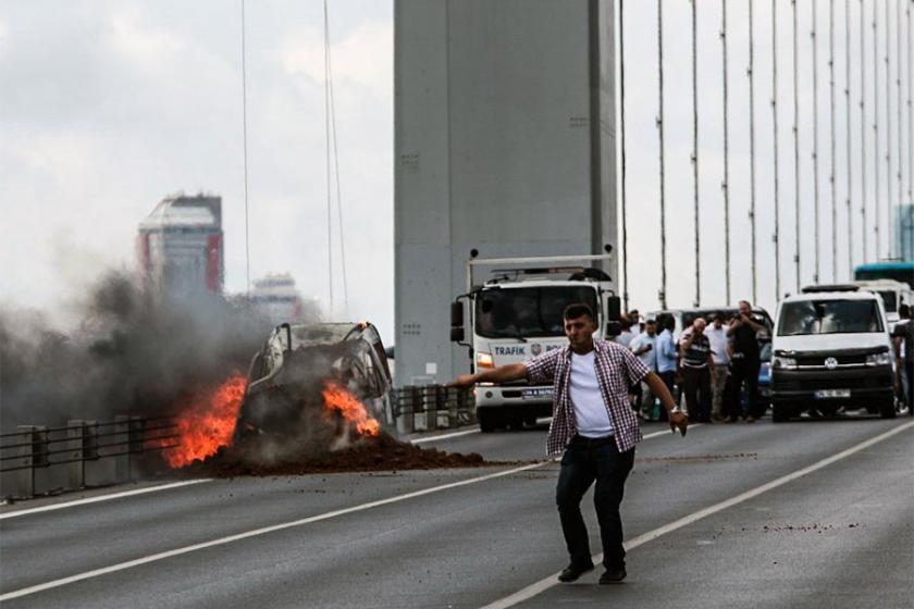 15 Temmuz Şehitler Köprüsü'nde bir araç yandı