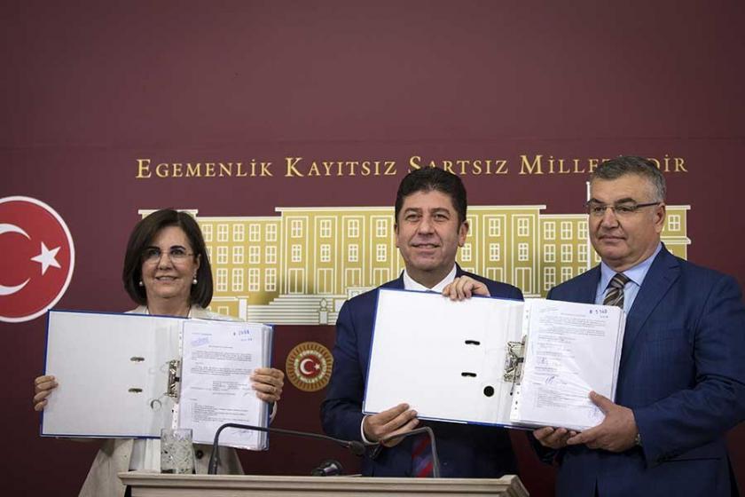 CHP'li Usluer ve Tüzün: Kurultay için yeterli imza sayısına ulaştık