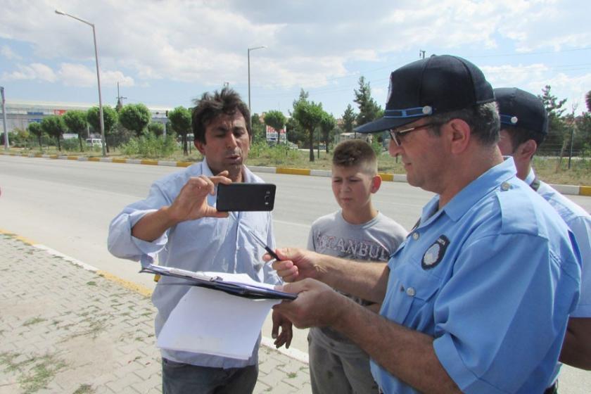 Seyyar satıcıdan zabıta ekiplerine canlı yayında protesto
