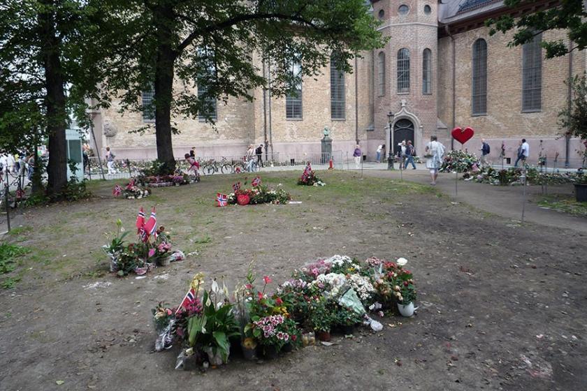 Norveç'te, ırkçı saldırıda katledilen 77 kişi anıldı