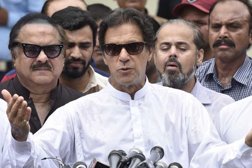 Pakistan seçimlerini eski kriket yıldızı İmran Han'ın partisi kazandı