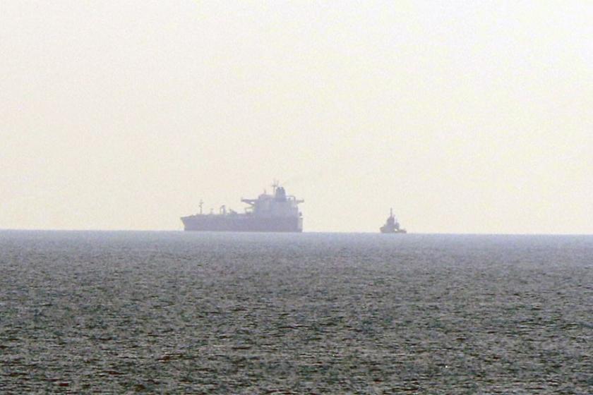 Boğaz'da gemi arızası: Deniz ulaşımı aksadı