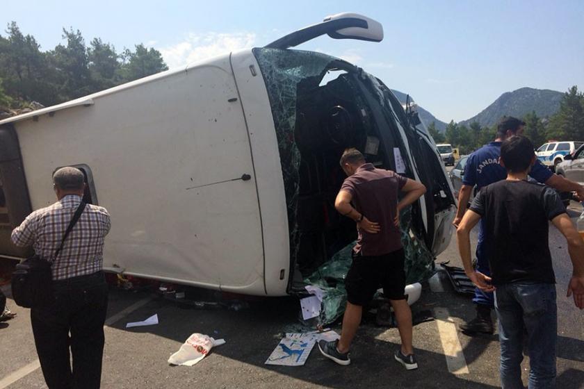 Çinli turistleri taşıyan otobüs kaza yaptı: 2 ölü, 33 yaralı
