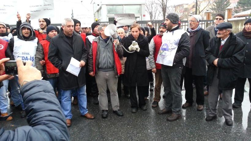 Divan işçileri baskıları protesto etti
