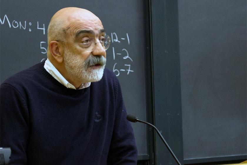 Ahmet Altan 'kamu görevlisine hakaret' iddiasından hakim karşısındaydı