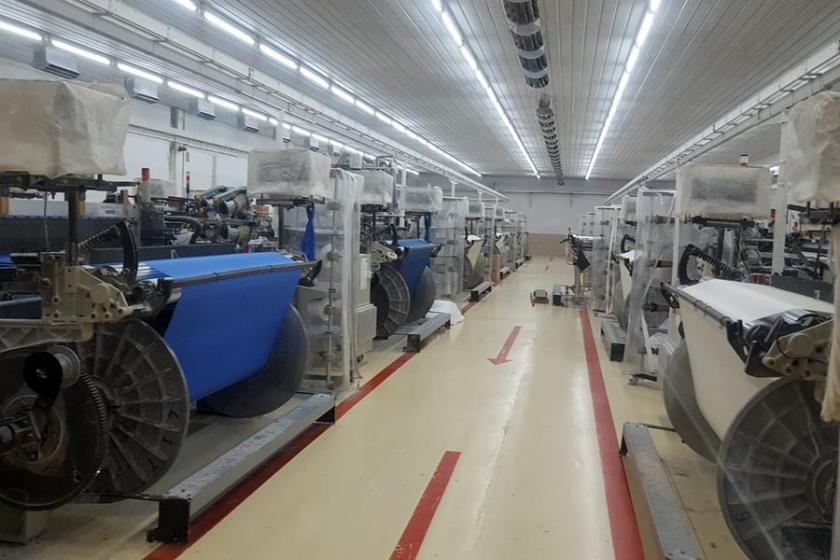 Bangladeş'te maaşlarını alamayan tekstil işçileri isyan etti