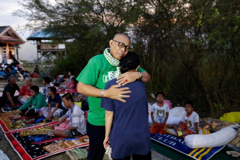 Endonezya'da 7,4 şiddetinde deprem: Ölü sayısı 1203'e yükseldi