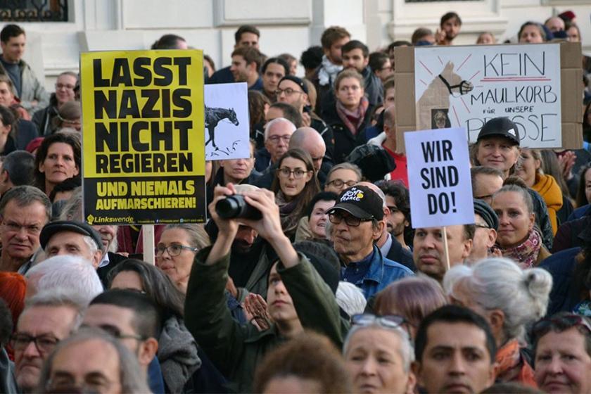 Avusturya'da on binler hükümetin ırkçı politikalarını protesto etti