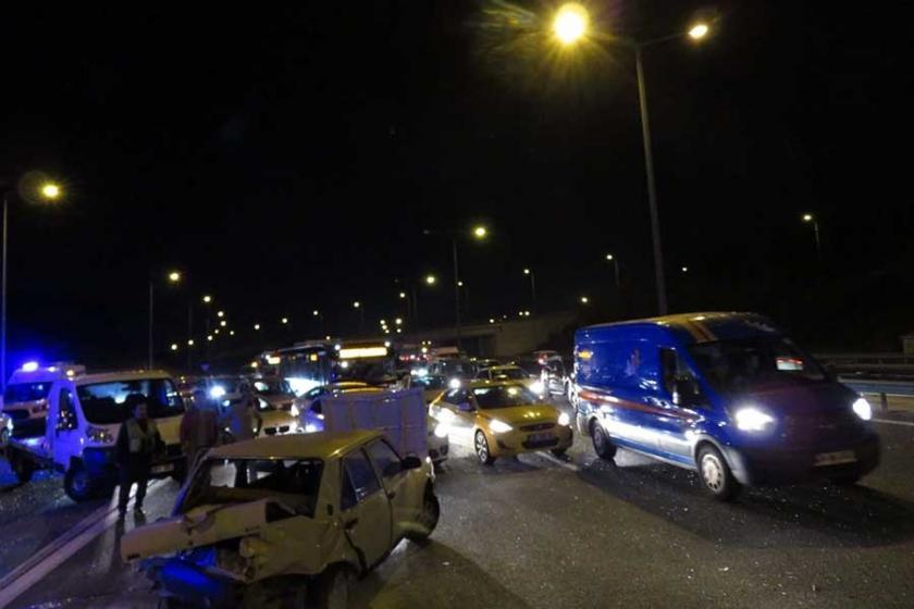 TEM'de trafik kazası: 3 araç birbirine girdi, 5 kişi yaralandı