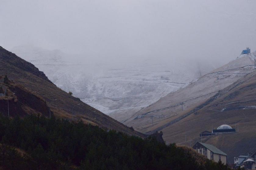 Palandöken'e mevsimin ilk karı düştü