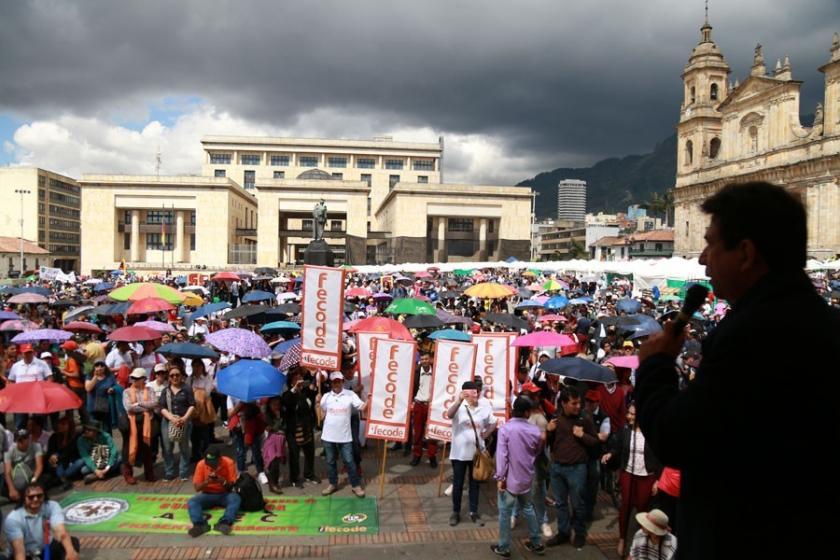 Kolombiya'da öğretim görevlileri, ülke genelinde greve çıktı