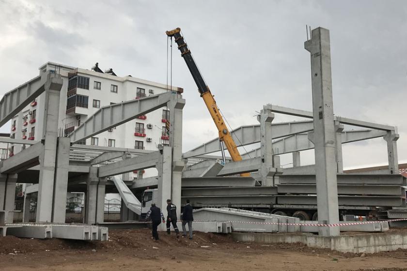 AVM inşaatında beton blok düştü: 2 işçi yaralı