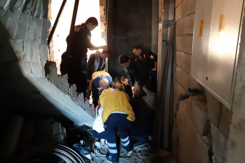 İnşaatta asansör boşluğuna düşen işçi yaralandı