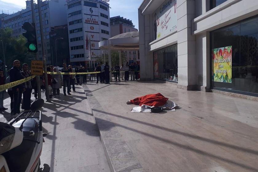 Adana'da bir kadın AVM terasından atlayarak yaşamına son verdi