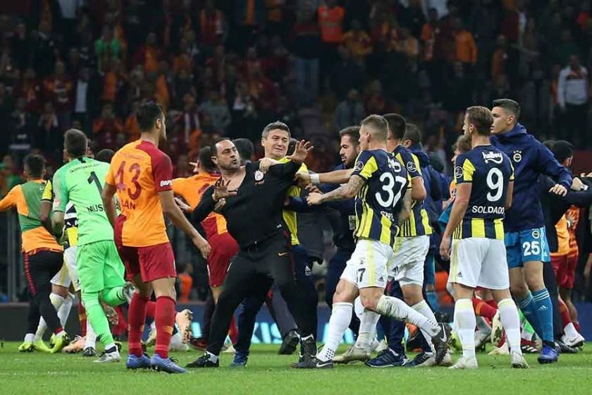 Galatasaray ve Fenerbahçe 2-2 berabere kaldı, maç sonu kavga çıktı