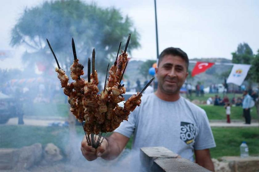 Dumanlı hava sahası: Adana'da açılan 'Mangal Park' yoğun ilgi gördü