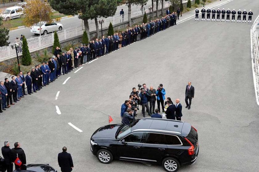 Erzurum'da Vali Memiş'i karşılama kuyruğu