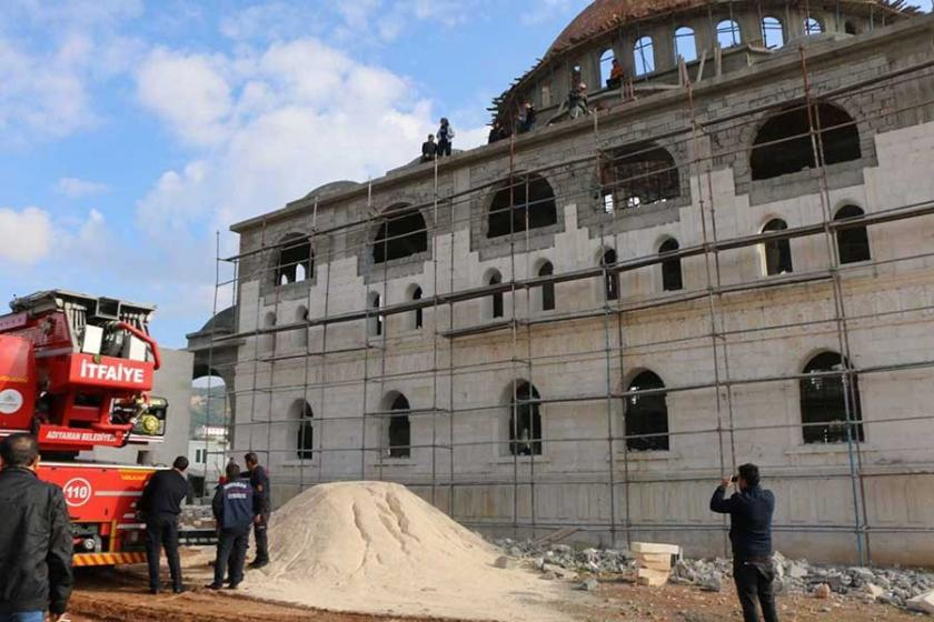 Cami inşaatında düşen işçi yaralandı