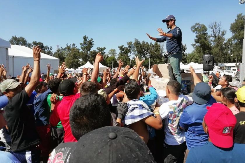 ABD'ye yürüyen göçmen kervanındaki 213 kişi gözaltına alındı