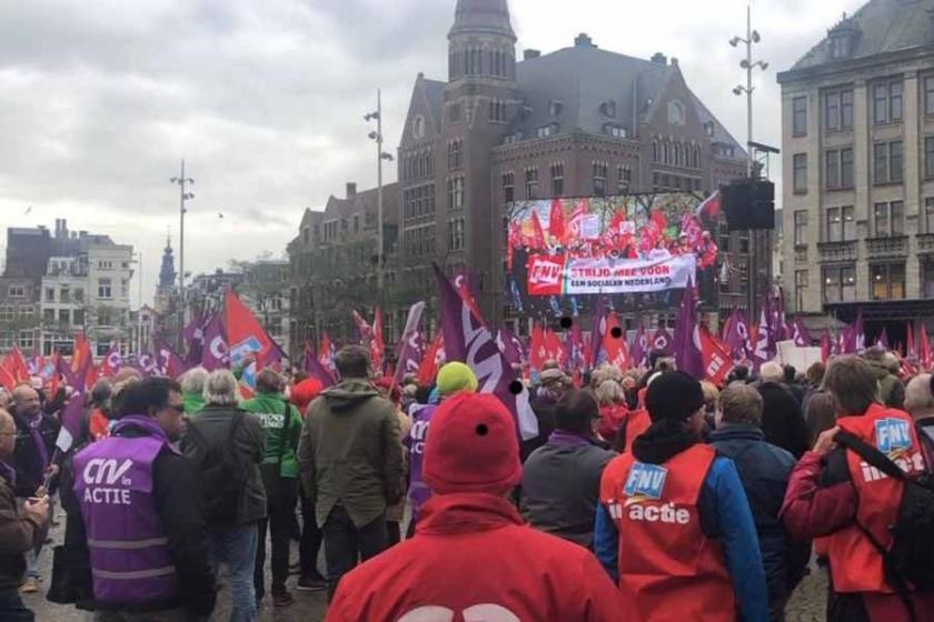 Amsterdam'da binlerce işçi eşit haklar için yürüdü