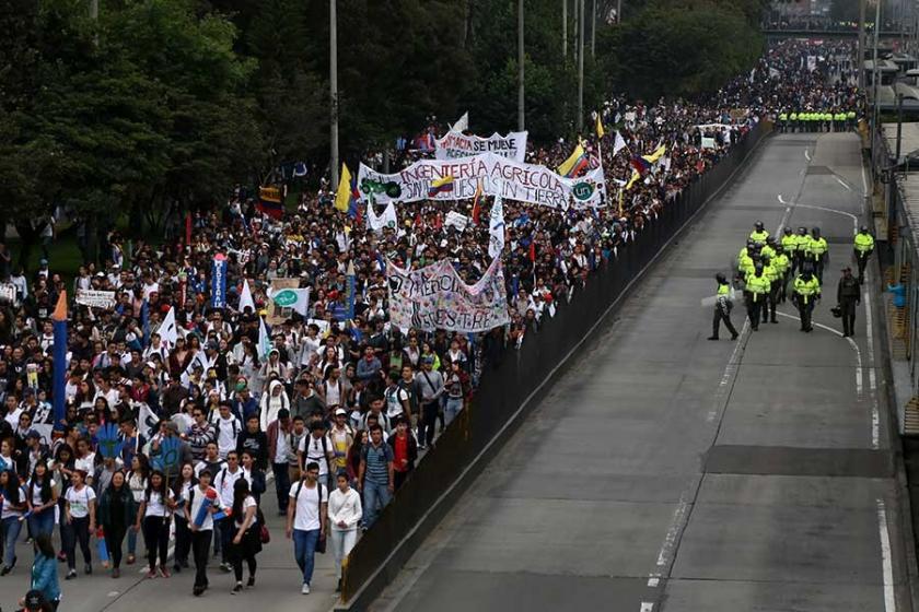 Kolombiya'da öğrencilerin eğitime bütçe talebiyle eylemleri sürüyor