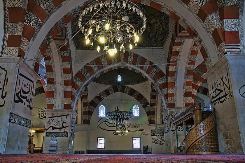 AKP'li belediye vergi borcuna karşılık 8 camiyi devrediyor