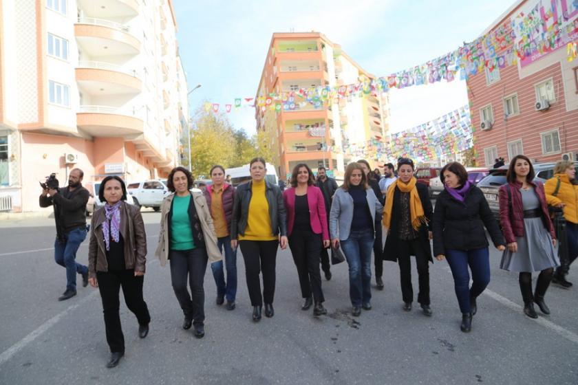 HDP'li vekiller engellemelere rağmen Leyla Güven için açıklama yaptı